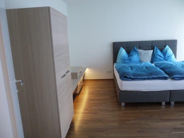 Tischlergefertigte Schlafzimmereinrichtung mit Boxspringbetten