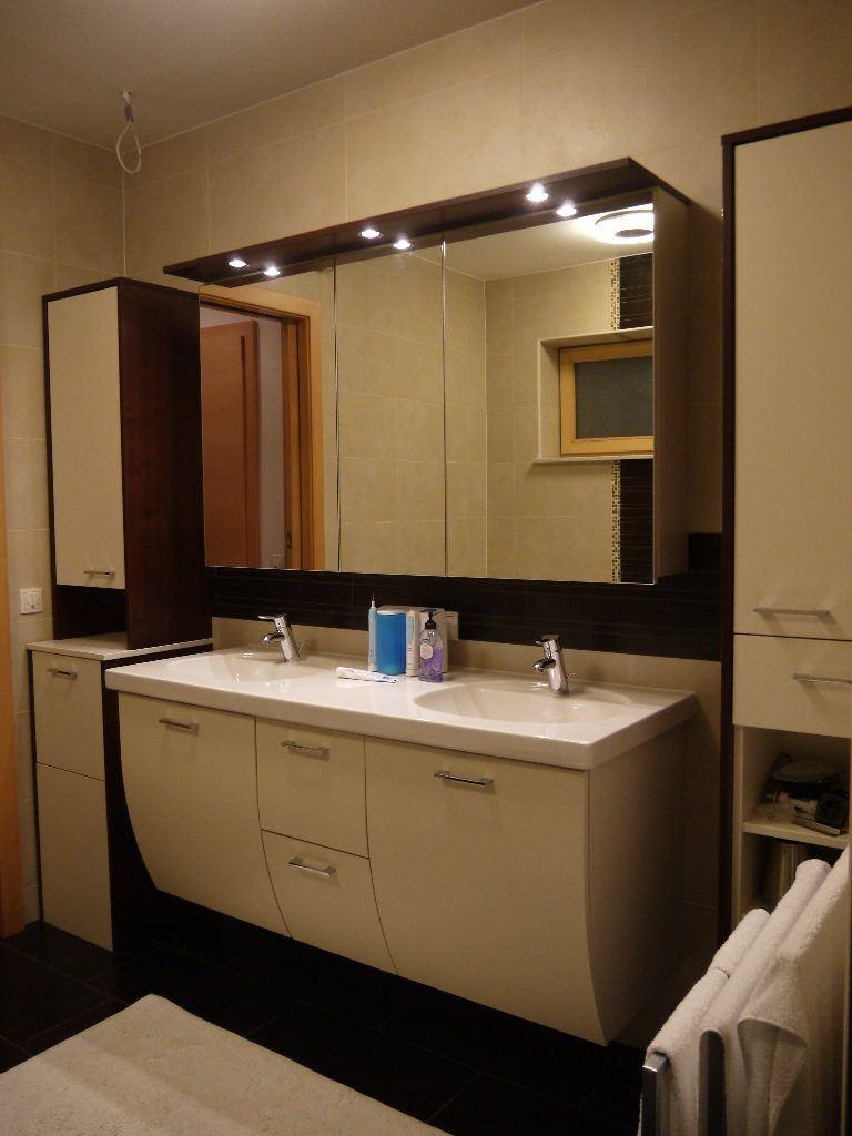 Quadratisches Badezimmer